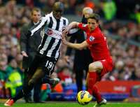 Demba Ba contre Joe Allen
