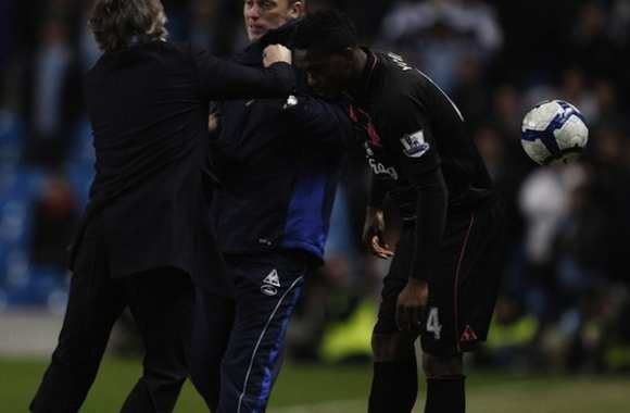 Mancini attaque physiquement Moyes