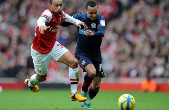 Markus Olsson (Blackburn Rovers) face à Francis Coquelin (Arsenal)