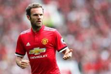 Mata invite des enfants indiens à Old Trafford