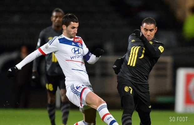 Maxime Gonalons (OL) face � Dimitri Payet (Lille)
