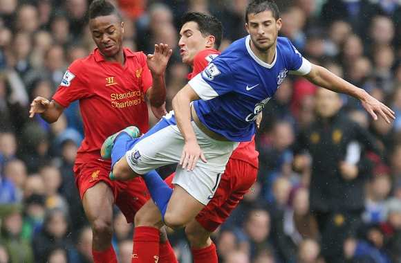 Mirallas (Everton) contre Sterling et Sahin (Liverpool)