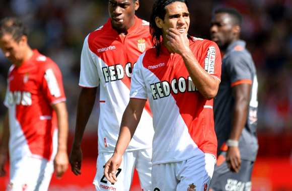 Monaco et Radamel Falcao toujours leaders de Ligue 1