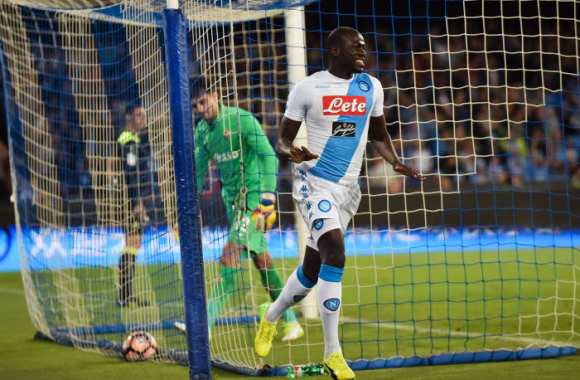 Naples continue de se goinfrer
