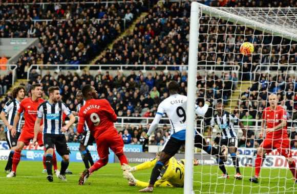 Newcastle surprend un pâle Liverpool