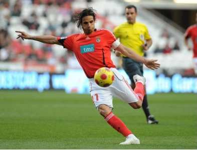 Nuno Gomes out