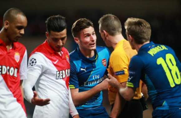 Olivier Giroud en discussion