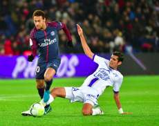 Paris remporte difficilement la guerre de Troyes