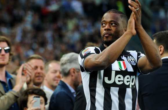 Patrice Evra fait une Thierry Henry