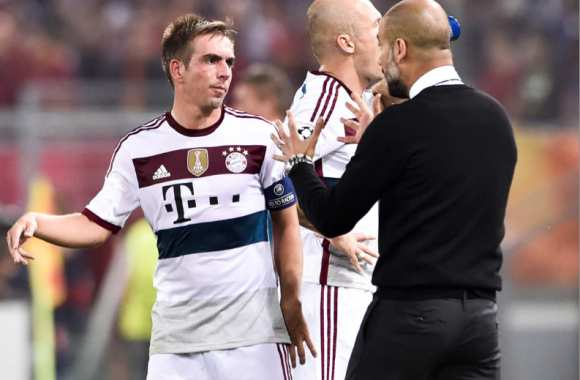 Philipp Lahm en discussion avec Pep Guardiola