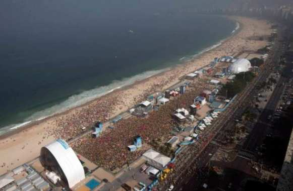 Photo : 40 000 personnes à Copacabana