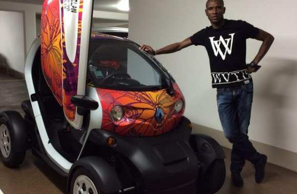Photo : Abidal roule en Twizy