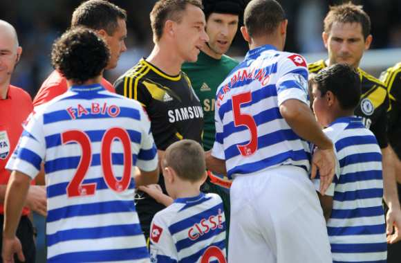 Photo: Anton Ferdinand esquive Terry