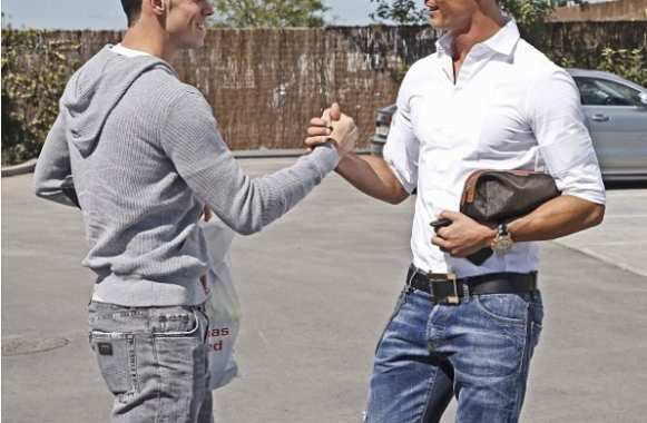 Photo: Bale pose avec CR7