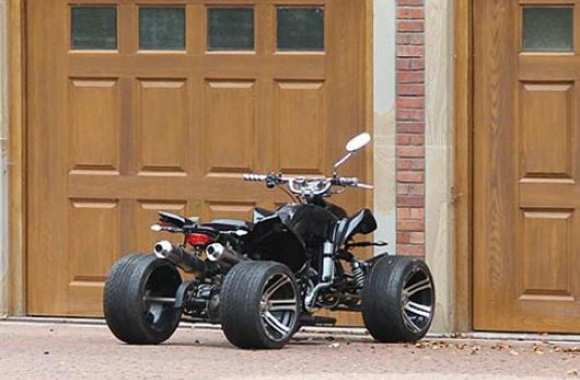 Photo: Balotelli a son quad