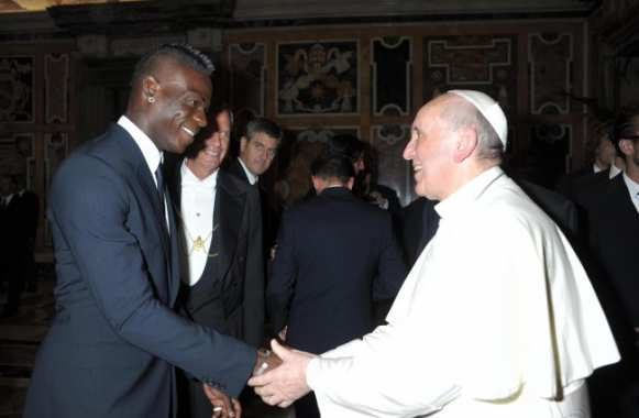 Photo : Balotelli et le pape