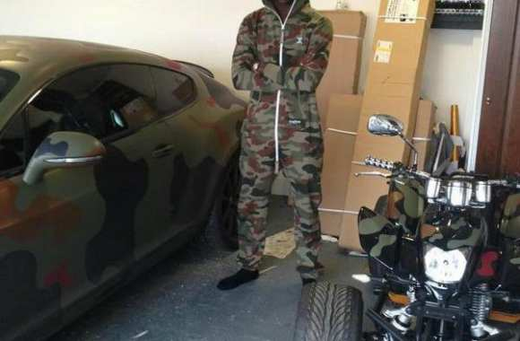 Photo: Balotelli part en guerre