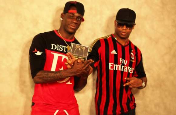 Photo: Balotelli pose avec Rohff