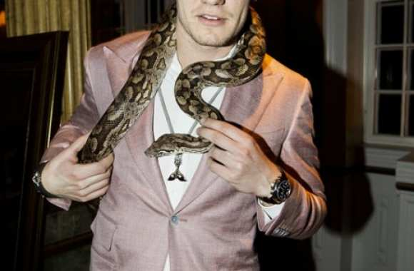 Photo : Bendtner, l'ami des serpents
