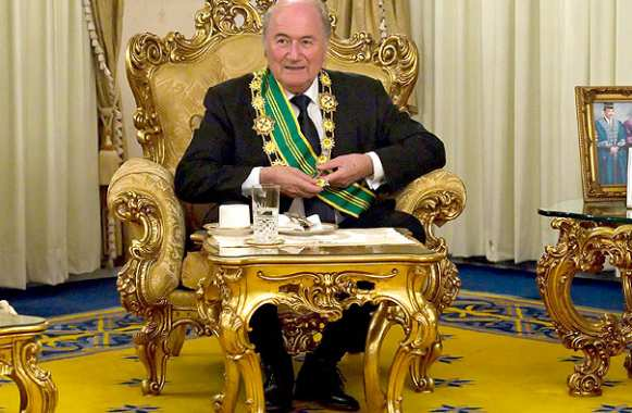 Photo : Blatter en mode princier