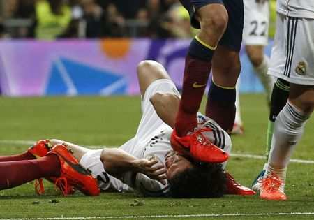 Photo : Busquets s'essuie sur Pepe