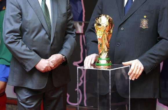 Photo : Del Bosque et sa statue de cire