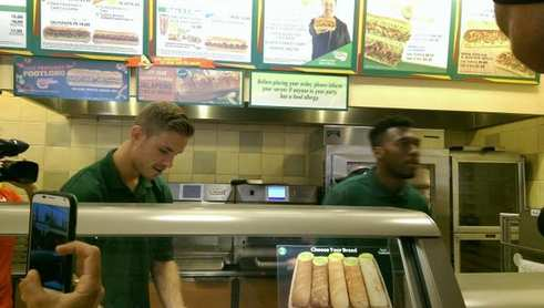 Photo : Des Reds employés à Subway