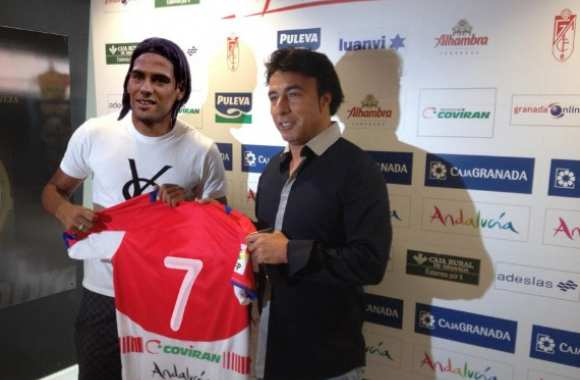 Photo : Falcao signe à Grenade !