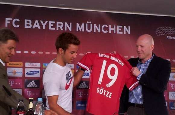 Photo : Götze portera le 19