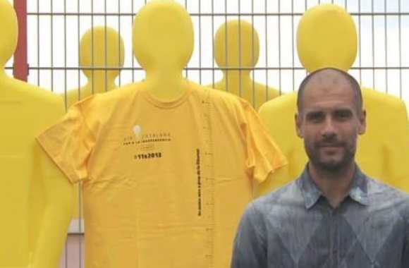 Photo : Guardiola porte le maillot jaune