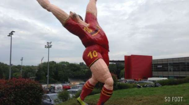 Eyesore! Belgian town Tubize renovate Platini statue, turn it into shrine of Chelseas Eden Hazard [Pictures]
