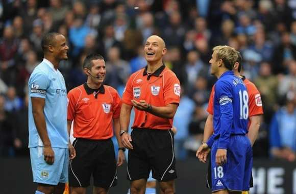 Photo : Howard Webb hypocrite