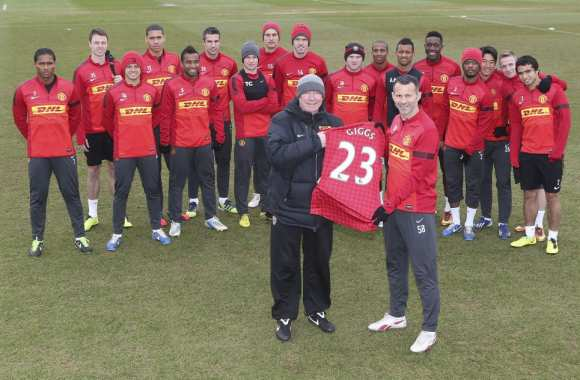 Photo: L'hommage de United à Giggs