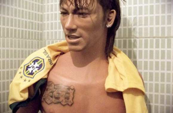 Photo: L'horrible statue de Neymar