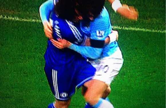 Photo : La danse de Dzeko et David Luiz