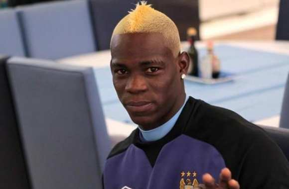 Photo: La nouvelle coupe de Balotelli
