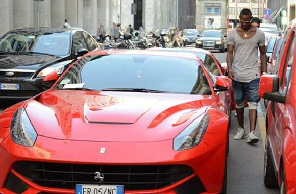 Photo : La nouvelle Ferrari de Balotelli