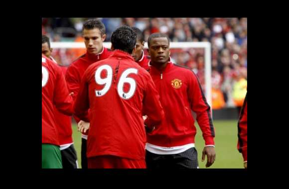 Photo: la poignée de main Evra-Suarez