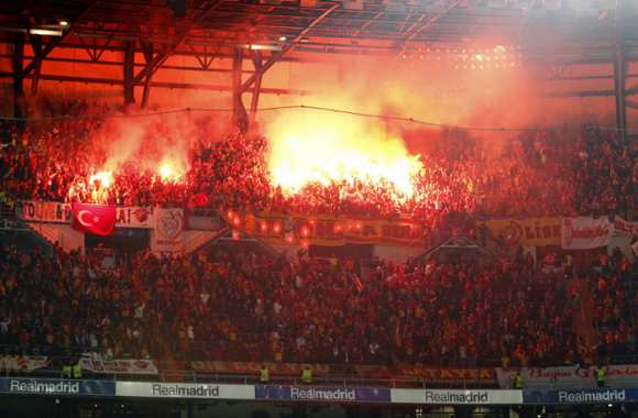 Photo: Le bordel des fans du Galatasaray