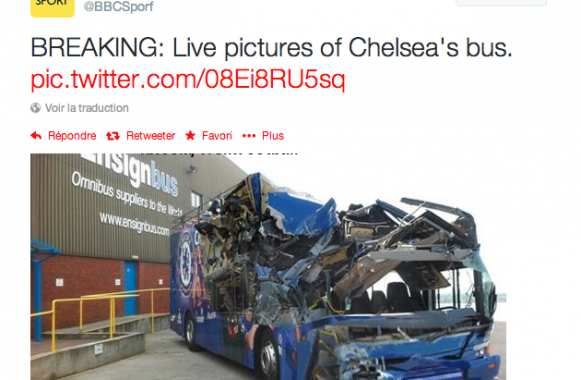 Photo: Le bus de Chelsea détruit