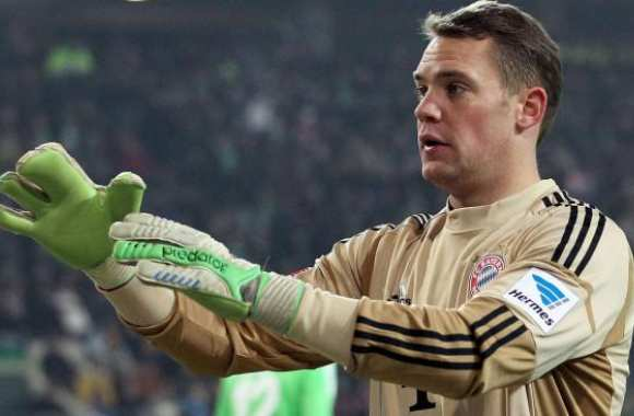 Photo: Le gant chelou de Neuer