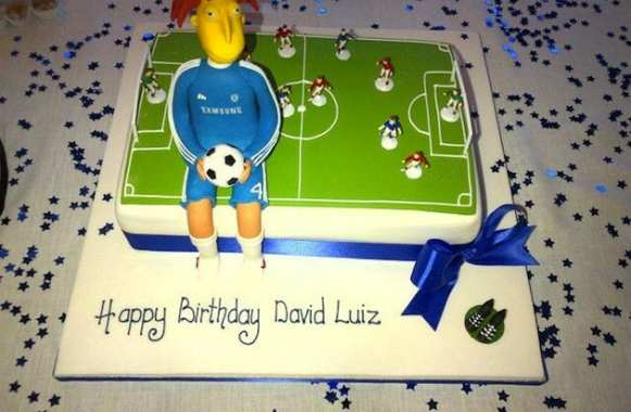 Photo : le gâteau d'anniv' de David Luiz