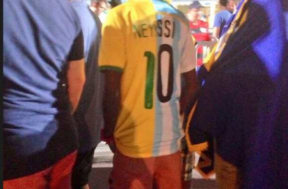 Photo : le maillot de Neyssi