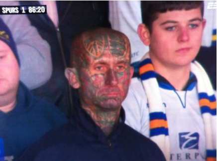 Photo: Le supporter tatoué de Leeds