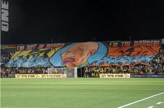 Photo : le tifo Breaking Bad