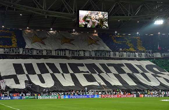 Photo : Le tifo des fans de la Juve