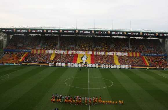 Photo: Le tifo lensois contre Bordeaux