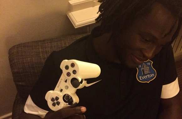 Photo : Lukaku détruit sa manette