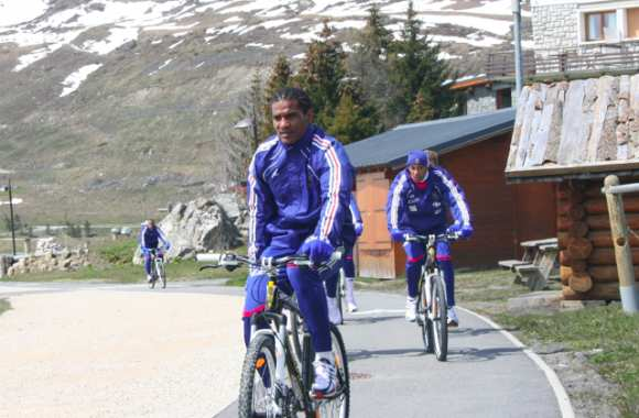 Photo : Malouda, à bicyclette...