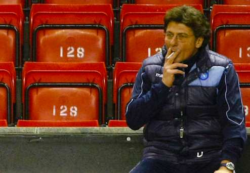 Photo: Mazzari fume dans le stade